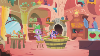 MlpSpikeBathesTwilight in a tub of tomato juice S1E11.png